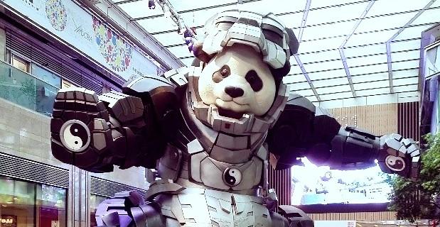 6 Meter hoher Panda im Iron-man Anzug
